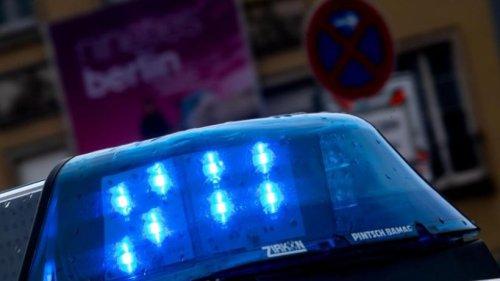 Streit in Bahnhof: Mann mit Messer lebensgefährlich verletzt