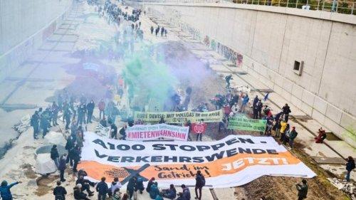 Polizei räumt Baustelle A100: Proteste vor Grünen-Zentrale