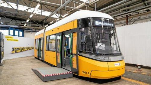 BVG zeigt erstes Modell von neuer Straßenbahn