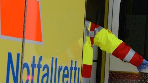 Rettungswagen kollidiert mit Auto: Drei Verletzte