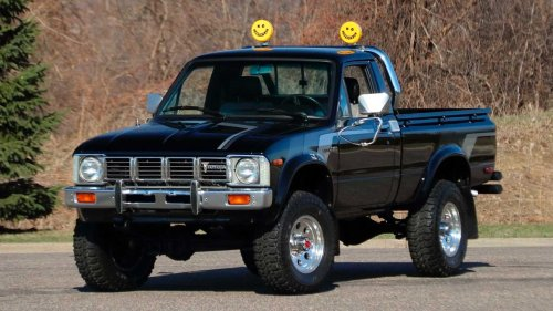 Buy This Immaculate 1981 Toyota DLX Pickup For Retro Off-Road Fun