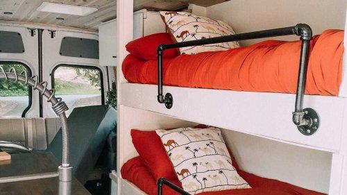 Avez-vous déjà vu un camping-car avec trois lits superposés ?