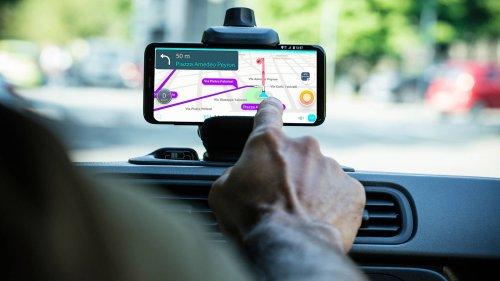 Le signalement des contrôles sur Waze et Coyote bientôt interdit