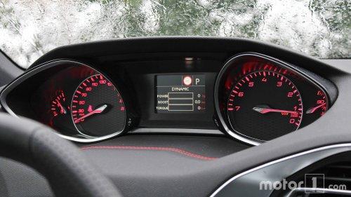 Peugeot 308 - Retour aux compteurs à aiguilles, faute de pièces