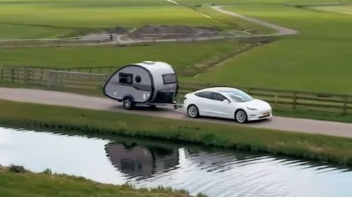 UK: Car drivers will no longer need licence to tow trailers or caravans
