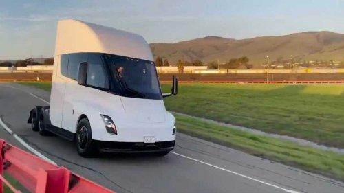 Tesla Semi reservation-holder email notes range/reliability updates