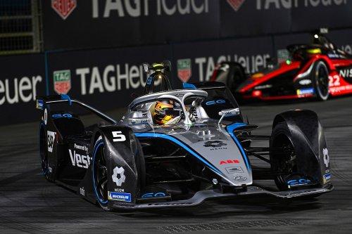 Vandoorne: 'Bumper cars' Formula E crashes look 'quite amateur'