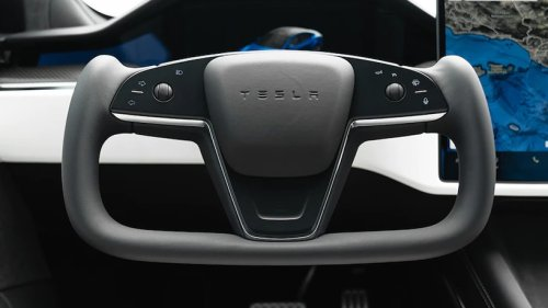 2022 Tesla Model S Plaid Steering Yoke Review: The Pros and Cons