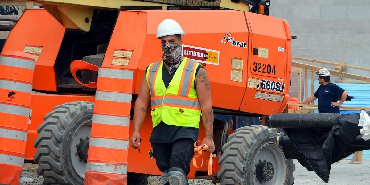 Quebecers Working Outside Can Now Take Off Their Masks In Extreme Heat