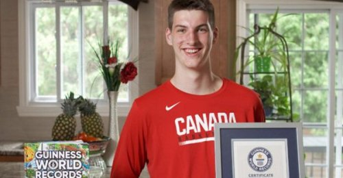 Guinness World Records Named A Montreal 15-Year-Old The Tallest Teenager On The Planet