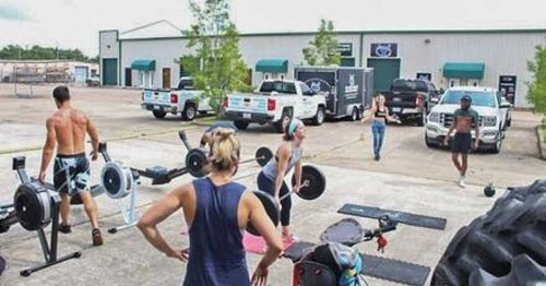 Quebecers Are Protesting Gym Closures By Working Out In A Parking Lot Together This Week