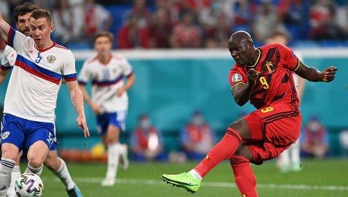 Bélgica presenta credenciales superando con comodidad a Rusia
