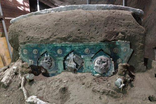 Encuentran un carruaje romano 'casi intacto' en Pompeya