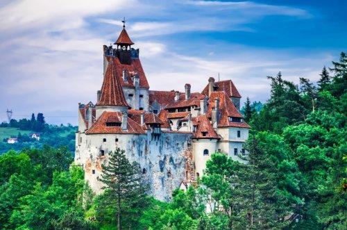 l castillo de Drácula se convierte en centro de vacunación COVID