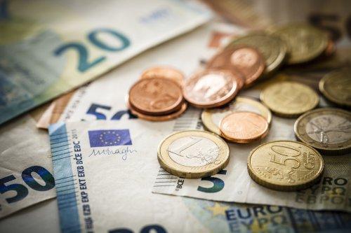 Un estudio pronostica el final de monedas y billetes en 2030