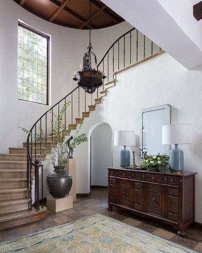 20 Beautiful Staircases That Are the Epitome of a Grand Entrance