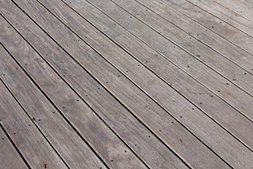 Ein Trick, mit dem sich Holzböden ganz leicht und einfach streichen lassen