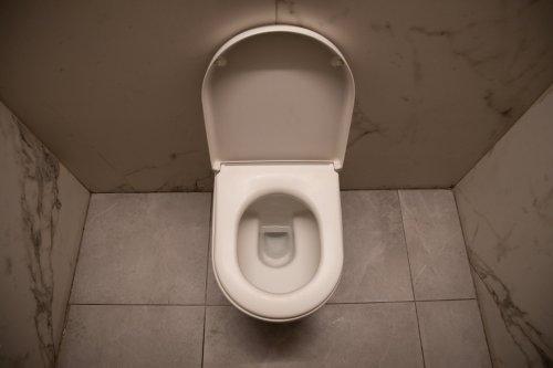 Haushalts-Tricks, mit denen vergilbte Toilettensitze wieder weiß werden