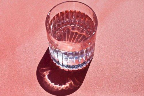6 außergewöhnliche Wassergläser, die zu Hause was hermachen