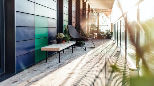 Möbel und Accessoires, die sich für drinnen und draußen eignen
