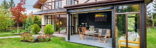 Sunroom vs screened porch: Which is the right choice for you