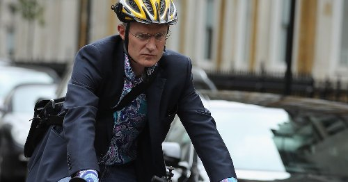 Jeremy Vine nearly hit by London bus in 'most dangerous' cycling incident