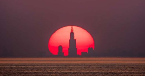 Incredible Phenomenon Makes Chicago Skyline Visible in Sunsets From 50 Miles Away