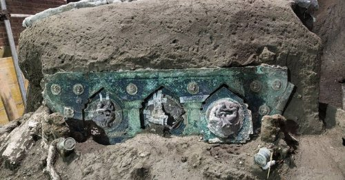 1,900-Year-Old Brilliantly Preserved Ceremonial Chariot Has Been Discovered Near Pompeii