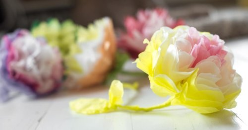 15 Tissue Paper Flower Tutorials on How to Craft Your Own Beautiful Blooms