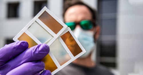 Scientists Design a Thermochromic Window That Turns Sunlight Into Electricity
