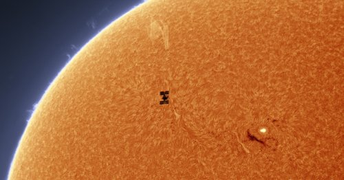 Dual Photos Show the ISS and the Chinese Space Station Transiting the Sun