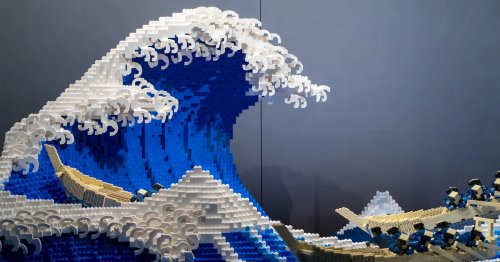 Artist Recreates Hokusai's 'Great Wave' Out of 50,000 LEGO Blocks