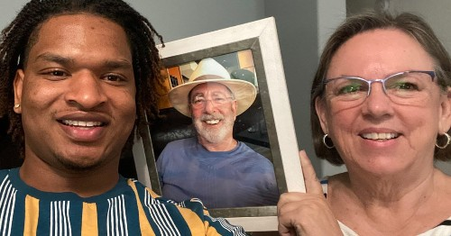 """""""Thanksgiving Grandma"""" Celebrates 5th Meal With the Guy She Mistakenly Invited To Dinner"""