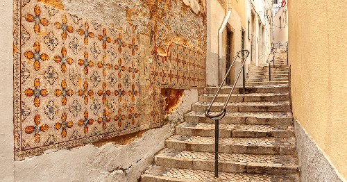 Azulejos: Learn About the Beautiful Art of Portuguese Tiles
