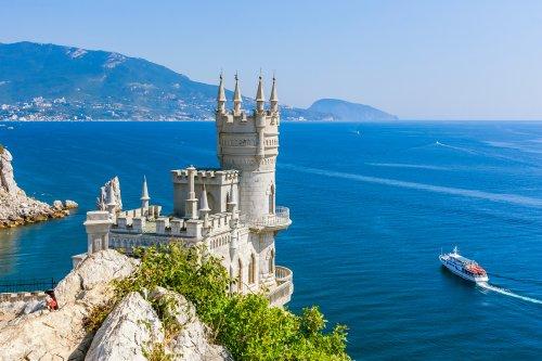 Это было нечто… Мы еле забронировали отель в Крыму. | My Vitae