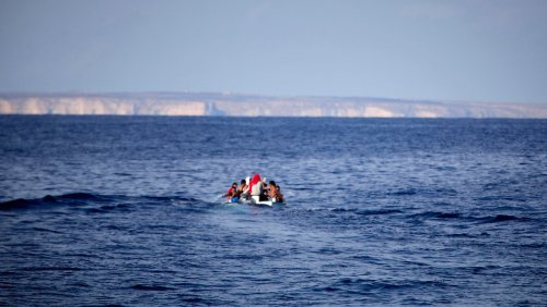 Erneut Dutzende Migranten im Mittelmeer gerettet