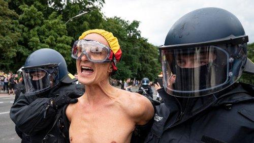 Polizei nimmt fast 600 Demonstranten fest