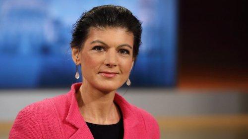 Sahra Wagenknecht wirft die Torte zurück