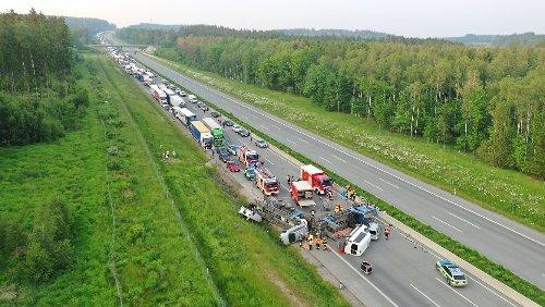 Autotransporter kippt auf A9 um