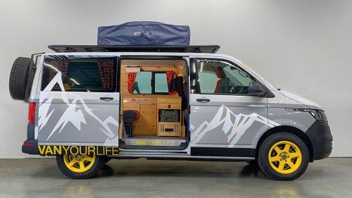 Heiße Campingbusse von Debütanten