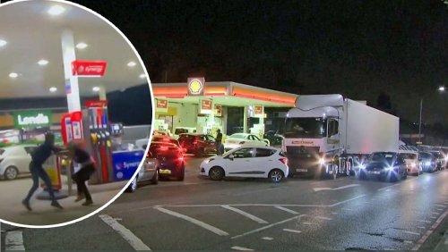 Briten prügeln sich an Tankstellen um Benzin