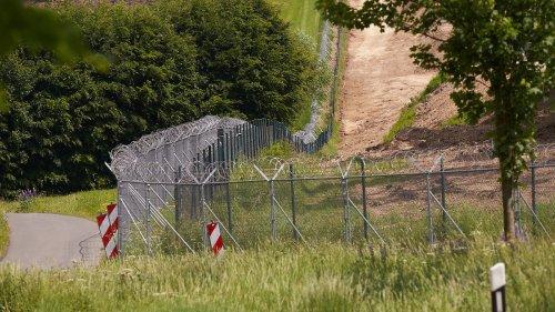 Bundeswehr baut Schutzzaun in Büchel