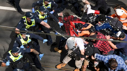 Corona-Demo in Melbourne gipfelt in Gewalt