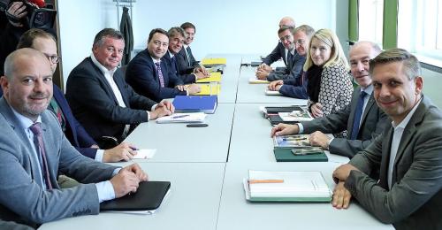 ÖVP und FPÖ peilen den Zieleinlauf am Mittwoch an