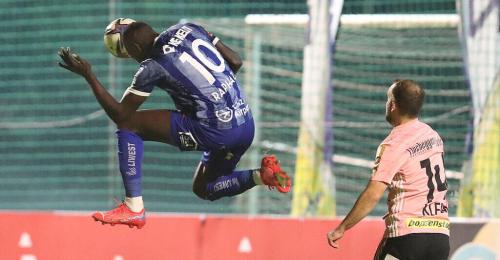 Schock bei Blau Weiß Linz - Spieler brach am Spielfeldrand zusammen
