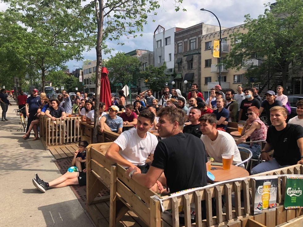 1er match de la France à l'Euro 2020 : Les bars de Montréal pleins à craquer (PHOTOS)