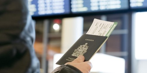Le gouvernement du Canada travaille sur un passeport vaccinal pour voyager à l'étranger