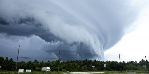 Ontario's Weather Is Turning Chaotic RN & Cities Are Being Warned Of Tornado Risks