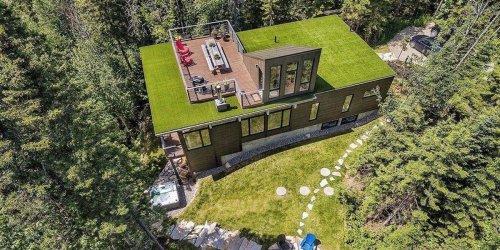 Cette maison luxueuse dans Charlevoix a sa propre terrasse sur le toit avec une vue WOW