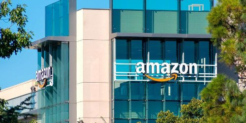 Amazon Canada Has 1,800 New Office Jobs Up For Grabs In 2021 & They're All Over The Place